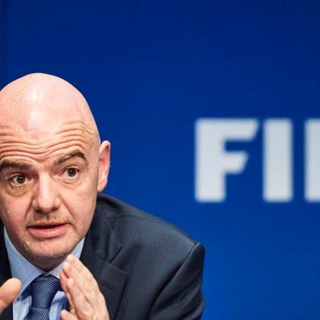 راشد بن حميد يتلقى تهنئة رئيس الاتحاد الدولي لكرة القدم