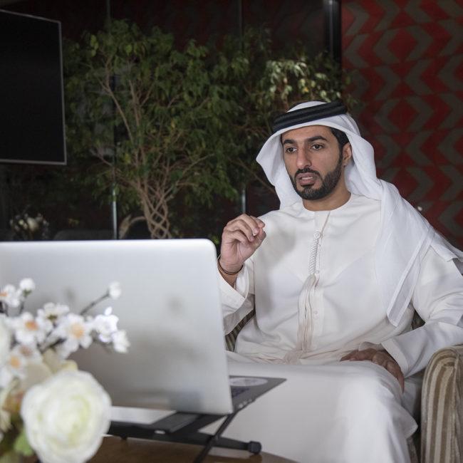 """مجلس راشد بن حميد الافتراضي يسدل الستار عن آخر جلساته الرمضانية والتي حملت عنوان """"تداعيات كوفيد 19 على اقتصاد الإمارات"""""""