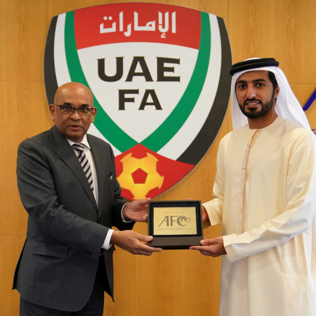 راشد بن حميد يلتقي الأمين العام للاتحاد الآسيوي في دبي